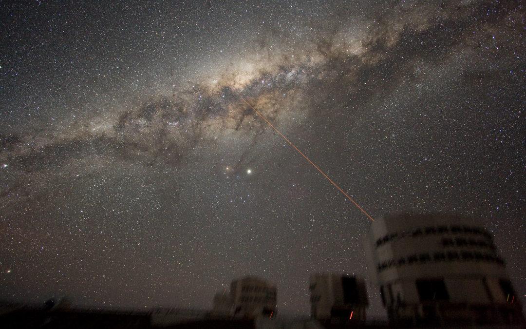 Föredrag i Stockholm 7 december: Nytt om Vintergatans mitt – med naturliga gravitationsteleskop